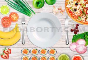 Пустая тарелка с разными продуктами вокруг на столе картинка